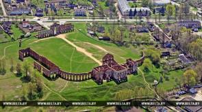 Валанцёры з ЕС дапамагаюць аднавіць палац Сапегаў у Ружанах