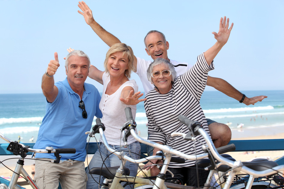 photodune-2731563-group-of-senior-people-on-bikes-s