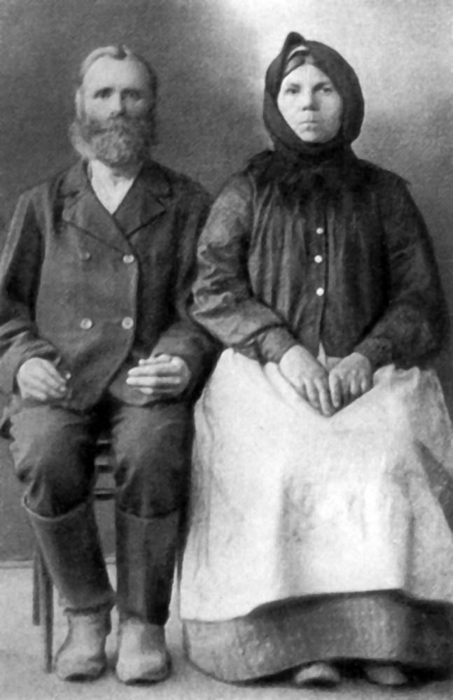 Бацька Іван Кузьміч (1856-1945) і маці Ефрасіння Міхайлаўна (1864-1935)