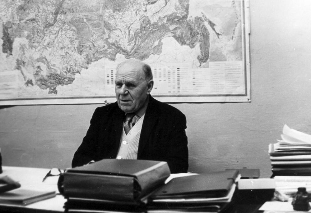 На працы ў Інстытуце геахіміі і геафізікі. 10 красавіка 1980 г.